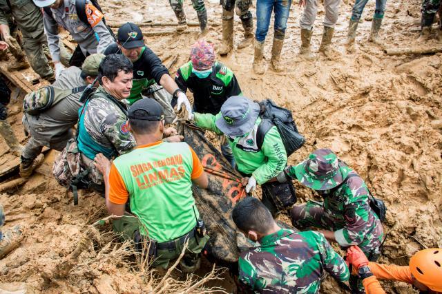น้ำท่วม-ดินถล่มในฟิลิปปินส์ ทำคนตาย 85 ศพ