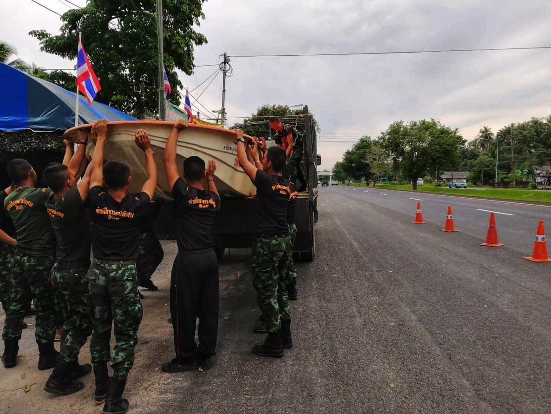 """""""บิ๊กแดง"""" ห่วงชาวใต้ สั่งทหารช่วยรีบมือพายุปาบึก ตั้งจุดบริการพื้นที่เสี่ยง"""