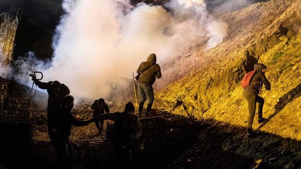 จนท.สหรัฐฯอ้างถูกขว้างหินก่อน หลังซัดแก๊สน้ำตาข้ามแดนเม็กซิโกใส่พวกผู้อพยพ