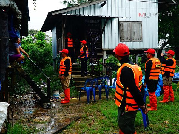 ชาวบ้านริมทะเลสาบใน จ.พัทลุง ภาวนาขออย่าให้เกิดพายุรุนแรงหวั่นทำบ้านพัง