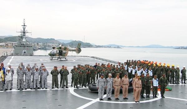 """ทหารเรือพร้อม!! บิ๊กลือ"""" สั่งหมู่เรือเฉพาะกิจฯ เตรียมพร้อมช่วย ปชช.จาก""""พายุปาบึก"""""""