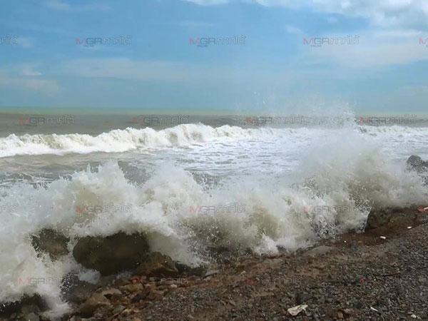 สงขลาคลื่นยังแรงสูง 2-3 เมตรอันตราย อุตุฯเตือนงดออกจากฝั่ง