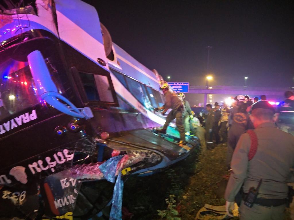 รถทัวร์มรณะพลิกคว่ำ คร่าชีวิต 6 ศพ เจ็บกว่าครึ่งร้อย