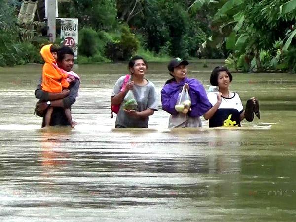 น้ำท่วมตรังเริ่มคลี่คลาย แต่ อ.รัษฎาบางจุดน้ำยังมีน้ำท่วมสูงกว่า 1 เมตร