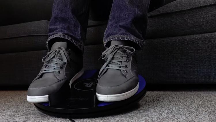 """CES: เปิดตัวอุปกรณ์เสริม """"เท้านำพา"""" สำหรับ PS VR"""