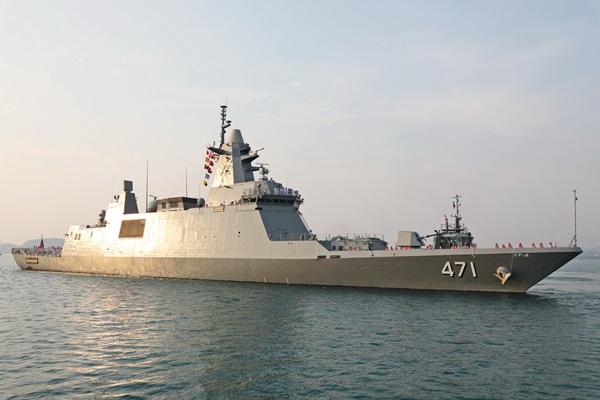 """กองทัพเรือ จัดพิธีต้อนรับและขึ้นระวางประจำการ """"เรือหลวงภูมิพลอดุลยเดช"""" สมเกียรติ"""