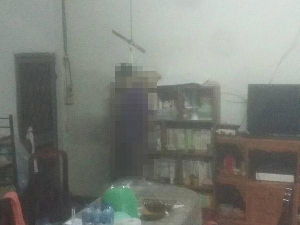 จนท.เข้าตรวจบ้านพักอดีตครู ถูกฆ่าชิงรถทำคาร์บอมบ์ที่เทพา คาดมีคนร้ายอย่างน้อย 4 คน