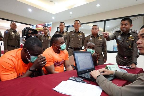 รวบ 5 ชาวต่างชาติปลอมตราประทับลักลอบอยู่ในไทย พร้อมฟันดาบตำรวจ สตม.ร่วมกระทำผิด