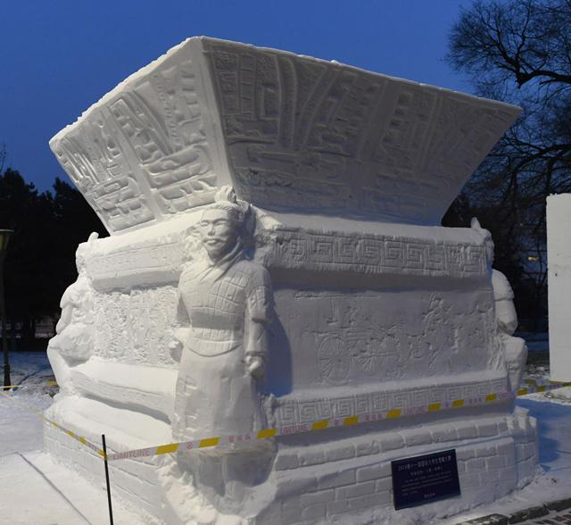 ประติมากรรมหิมะ ผลงานนักศึกษามหาวิทยาลัย Northwest University ได้รางวัล First Prize