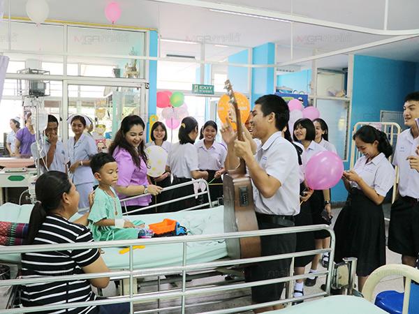 เด็กป่วยยิ้มได้! แพทย์ และพยาบาลจัดงานวันเด็กสร้างรอยยิ้มให้เด็กป่วยใน รพ.พังงา