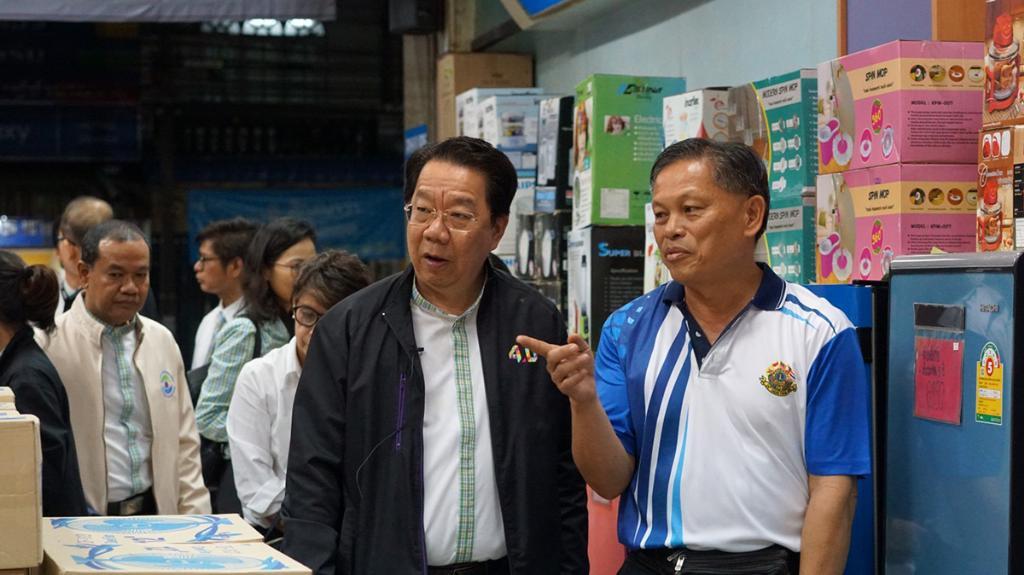 """SME D Bank สำรวจและให้กำลังใจลูกค้าประสบภัยพายุ """"ปาบึก"""" พบเสียหายกว่า 169 ล้านบาท"""