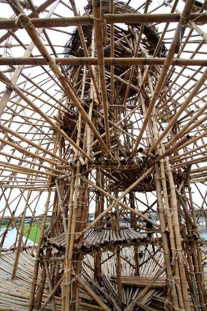 โครงสร้างไม้ไผ่ของสุ่มปลายักษ์