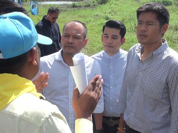 """""""พรรคไทยรักษาชาติ"""" นำทีมลงเยี่ยมชาวบ้านผู้ประสบภัยพายุปาบึกในนครศรีฯ"""