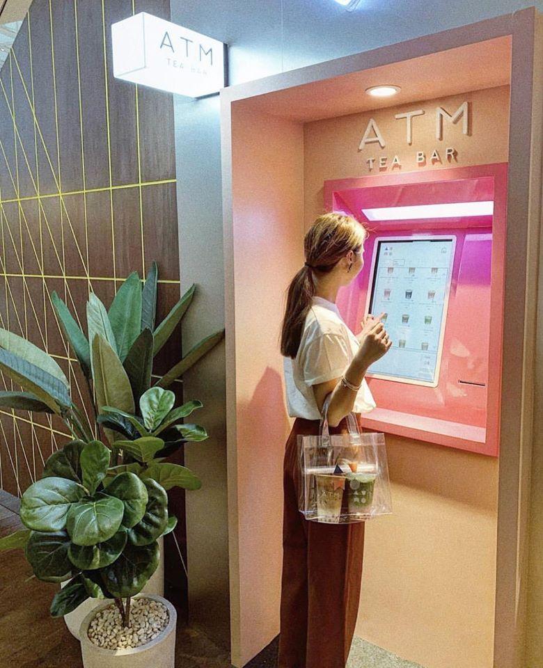 ลูกค้า สั่งผ่านตู้ ATM  ตั้งอยู่หน้าร้านแบบนี้