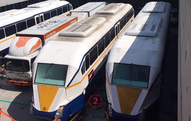 ภาพจากเว็บไซต์ BTV รถไฟทั้ง 3 คันพร้อมแล้วที่จะขนเข้าพนมเปญ ปัดฝุ่นออกนิดหน่อยก็แวววาวแล้ว วันข้างหน้าอาจได้เห็นแล่นมาทางปอยเปตบ้างก็เป็นได้.