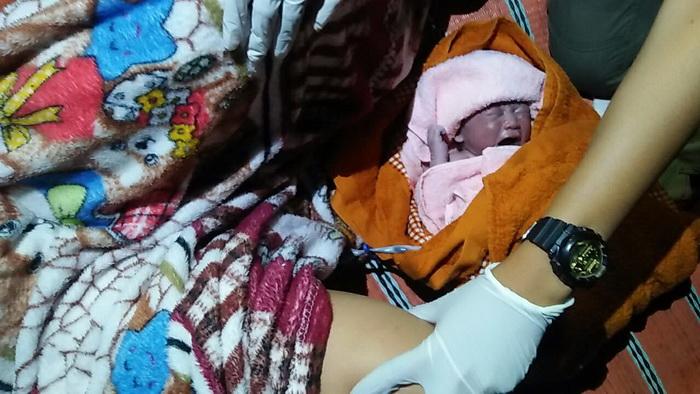 รับวันเด็ก!หญิงหนองคายคลอดลูกหลังกระบะระหว่างทางไปโรงพยาบาล
