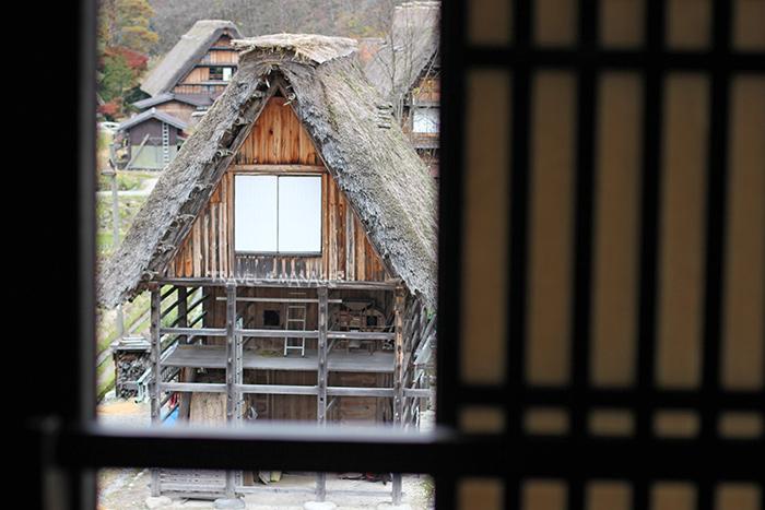 บ้านกัสโซซึคุริ กับหลังคายกสูงคล้ายคนพนมมือไหว้