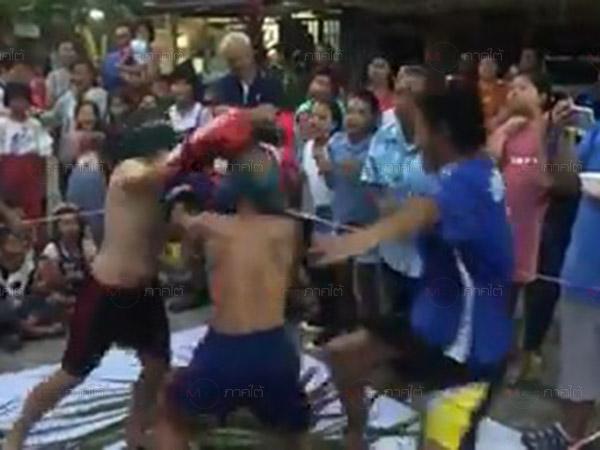 """เฮฮาควันหลงวันเด็ก! กลุ่มแม่บ้านรถไฟหาดใหญ่จัด """"ชกมวยตับจาก"""" สร้างความสนุกตามแบบวิถีไทย"""