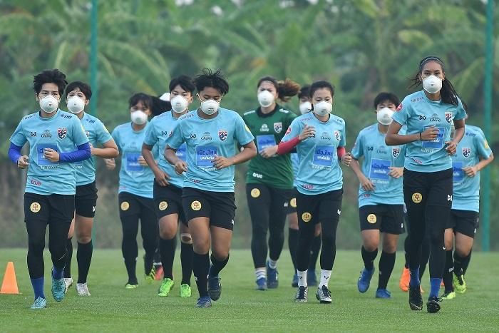 """""""มาดามแป้ง"""" สั่งแข้งสาวไทยใส่หน้ากากกันฝุ่น N95 หวั่นปัญหาสุขภาพ"""