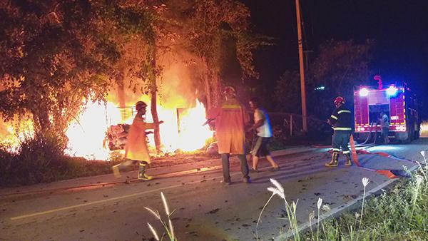 เกิดเหตุเพลิงไหม้ร้านรับซื้อของเก่า ระดมรถดับเพลิง ฉีดสกัด กว่า 1 ชม.