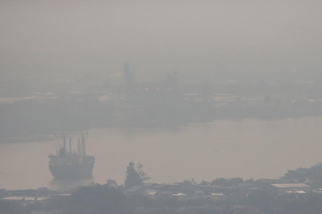 """ชาว กทม. ยังอ่วม สภาพอากาศปิด """"PM 2.5"""" เกินมาตรฐาน มีหมอกในตอนเช้า ระดับต่ำๆ ยังไม่มีฝน"""