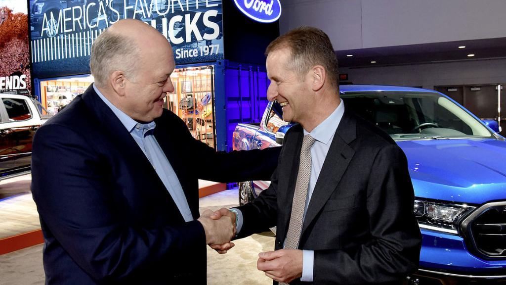 """2 ยักษ์ใหญ่ """"โฟล์คสวาเกน-ฟอร์ด"""" ผนึกกำลังพัฒนารถรุกตลาดโลก"""