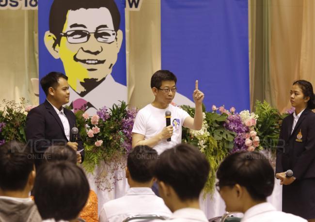 กอบศักดิ์ ภูตระกูล รัฐมนตรีประจำสำนักนายกรัฐมนตรี (แฟ้มภาพ)
