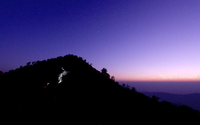ยอดภูลมโลยามแสงเรื่อเรืองแห่งวันใหม่จับขอบฟ้า