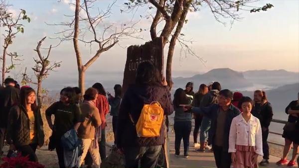 เปิดให้นักเที่ยวขึ้นชมทะเลหมอกบนภูทอกแล้ว   กว่าครึ่งกลัวไม่ปลอดภัยเดินเท้าขึ้นเขาเอง