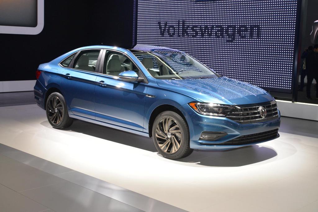 Volkswagen เจาะตลาดเมืองลุงแซมด้วย Passat ใหม่ โดยจะเป็นสเป็กและหน้าตาสำหรับขายในตลาดอเมริกาเหนือ และเป็นการโมเดลเชนจ์ครั้งแรกในรอบ 8 ปีของรถยนต์ขนาด D-Segment ของรถยนต์รุ่นนี้ มาพร้อมเครื่องยนต์ 4 สูบ 2,000 ซีซี เทอร์โบ Di 174 แรงม้า