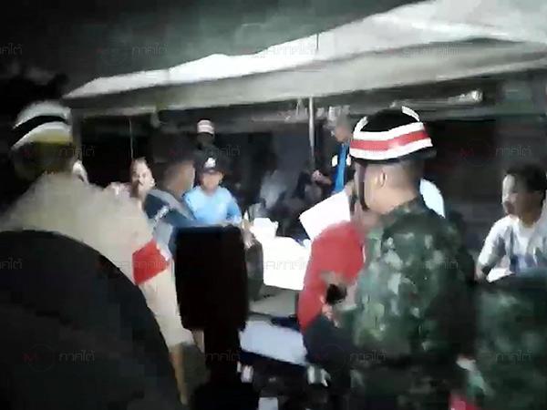 ทหาร-ตร.บุกทลายบ่อนโปปั่นชานเมืองสงขลา รวบนักพนันชายหญิง 26 คน