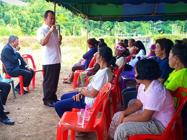 เลขาฯ พรรคประชาชาติ เดินหน้าพบปะชุมชนไทยพุทธ และมุสลิมที่สะบ้าย้อย