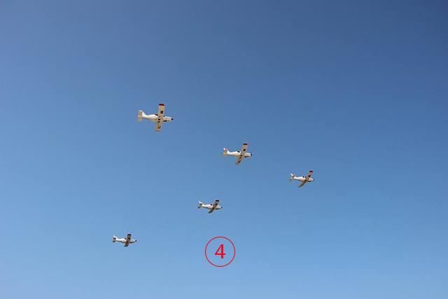 เครื่องบินตรวจการณ์เบา LE500 จากจีน เป็นอากาศยานใหม่ล่าสุดอีกฝูงของกองทัพ. --ภาพโดยวิทยุกระจายเสียงแห่งชาติลาว.