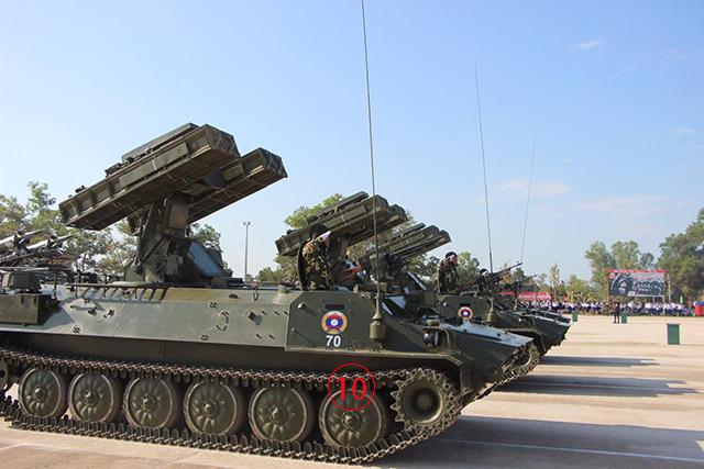 สเตรลา-10M2 บนแพล็ตฟอร์มตีนตะขาบ เข้าใจกันว่าลาวได้จากโซเวียตหลังกรณีพิพาทชายแดนกับไทย ในกรณี บ้านร่มเกล้า. Courtesy TASS.