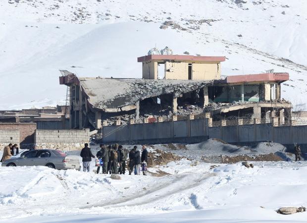 อัฟกานิสถานช็อค!!ยอดตายตอลิบานบึ้มค่ายทหารพุ่ง126ศพ อาคารทั้งหลังพังถล่ม
