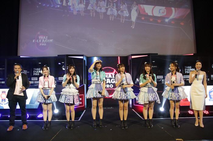 "BNK48 ร่วมเชียร์ ""ไทยอีลีกโปร"" ลุ้น 10 ทีมเข้ารอบน็อคเอาท์"