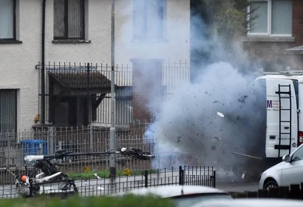 ตำรวจไอร์แลนด์เหนือได้ใช้หุ่นยนต์กู้ระเบิดทำการระเบิดวัตถุต้องสงสัยในวันจันทร์(21)