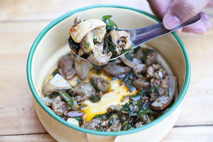 ผัดเผ็ดเป็ดกะลามะพร้าว