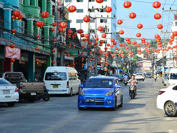 เมืองเบตงประดับตกแต่งโคมไฟรับเทศกาลตรุษจีน คาดคึกคักกว่าทุกปีที่ผ่านมา