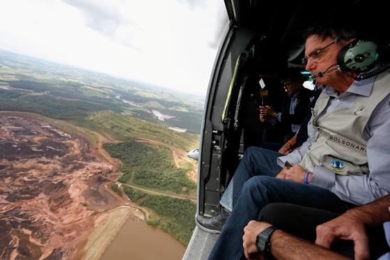"In Pics: ยอดดับเขื่อนบราซิลแตกพุ่ง 34 สูญหายอีกเกือบ 300 ""ปธน.โบลโซนารู"" ขึ้นบินสำรวจความเสียหาย"