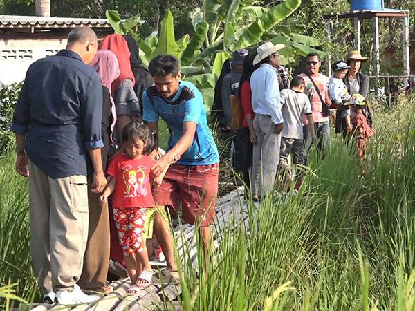แห่เที่ยวแหล่งพหุวัฒนธรรม นวัตกรรมชุมชนของเกจิดังภาคใต้ ทหารเร่งทำสะพานไม้