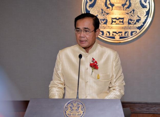 """""""ประยุทธ์"""" ชี้ต้องเคารพกฏหมายไทย เข้าใจเป็นห่วงจับกุมนักเตะลี้ภัยบาห์เรน"""