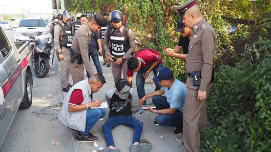 ตำรวจบางเสาธงรวบทันควันโจ๋ 14 ควงมีดชิงทรัพย์ร้านเซเว่น