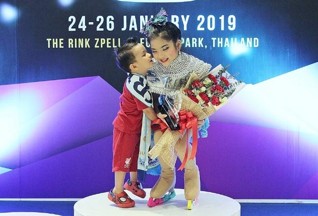 """""""น้องเบจิง"""" เยาวชนสร้างชื่อให้คนไทย คว้าสองรางวัลสเก็ตน้ำแข็งระดับเอเซีย"""