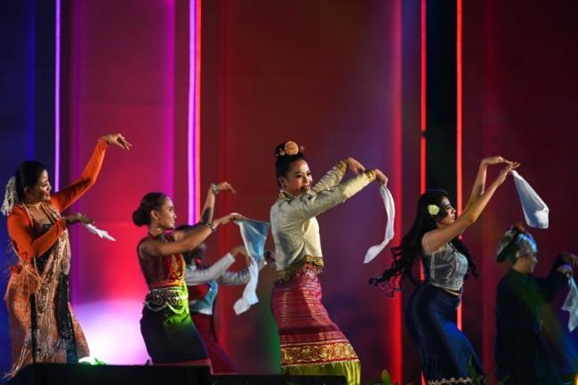 สาวกะฉิ่นคว้ามงกุฎสาวงามชาติพันธุ์ในเทศกาลเฉลิมฉลองชนกลุ่มน้อยพม่า