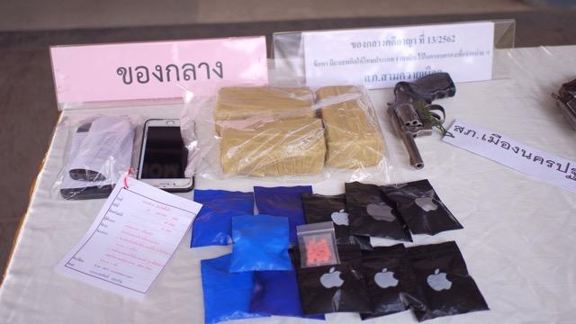 ตำรวจนครปฐมโชว์ผลงานทลายเครือข่ายยาเสพติด 2 จังหวัด