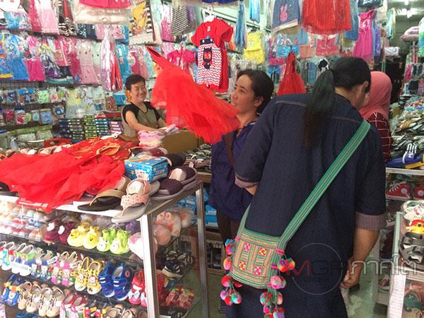 ร้านค้าเบตงบ่นอุบตรุษจีนเฉา เสื้อแดงขายไม่ออก