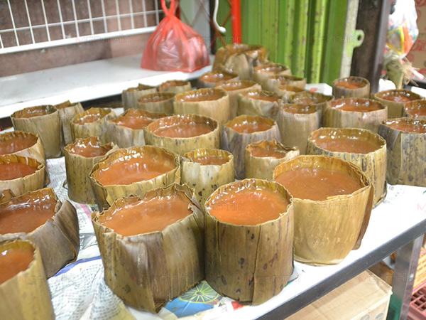 """บรรดาแม่ค้าเมืองเบตงเร่งทำ """"ขนมเข่ง"""" ส่งขายในช่วงเทศกาลตรุษจีน"""