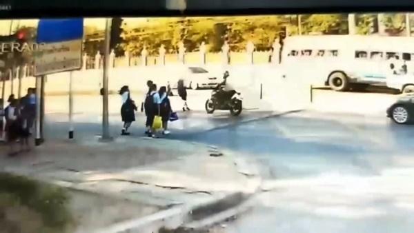 ยืนยันตำรวจไม่ทอดทิ้งทอดทิ้ง นร.สาวถูก จยย.ชนบนทางม้าลาย
