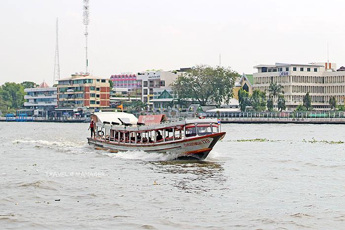 เรือด่วนเจ้าพระยาธงส้ม มุ่งหน้าท่าเรือสะพานปิ่นเกล้า